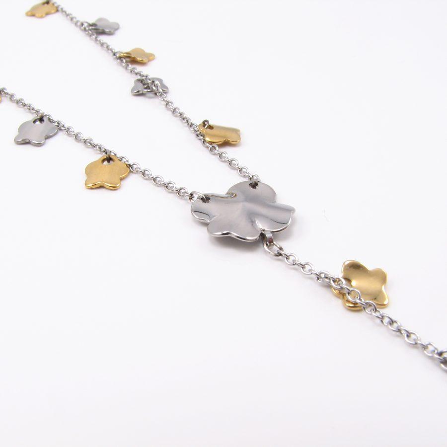 Sød halskæde med sølv. og guldfarvede kløver, i rustfri stål.