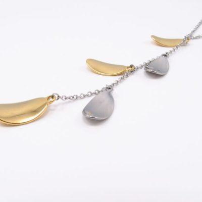 Superfin halskæde med små aflange blade