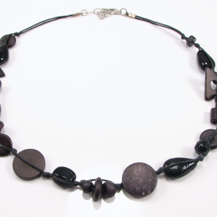 Unika halskæde med sorte perler