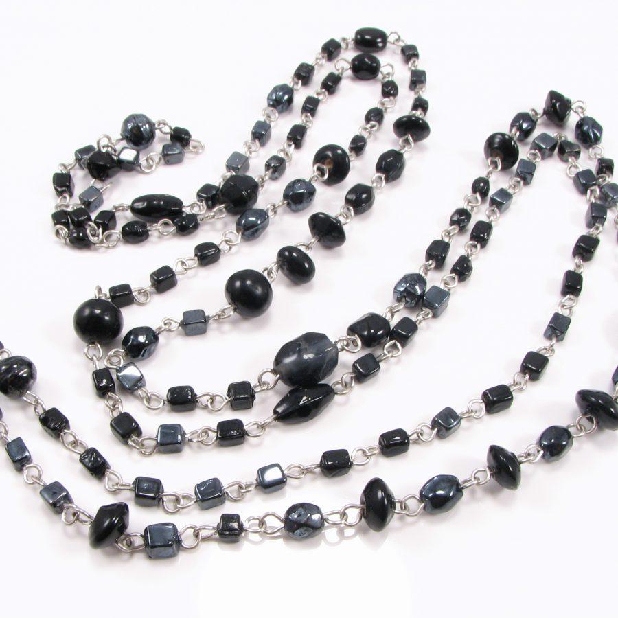 Smal unika med sorte perler