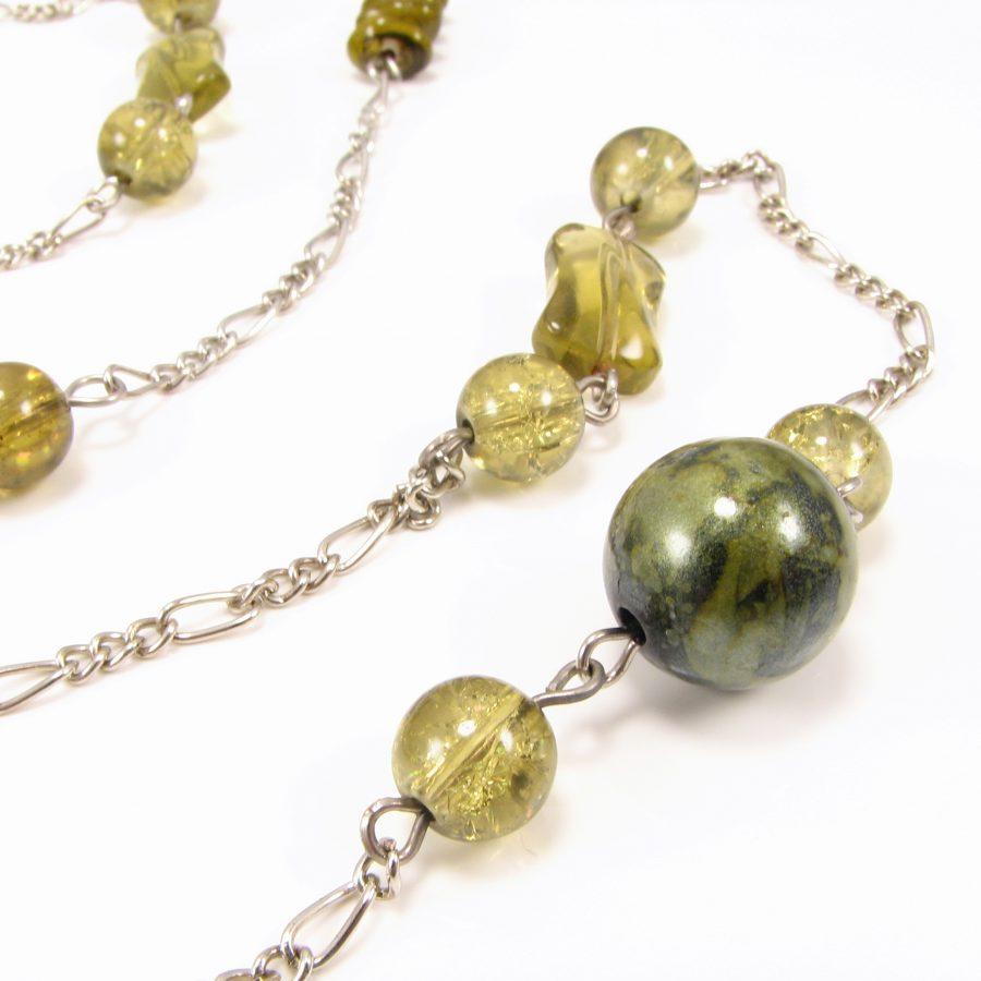 Lang unika med grønne perler