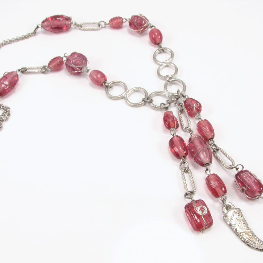 Unika med lyserøde sten