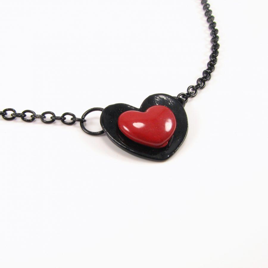 Sort kæde med hjerte