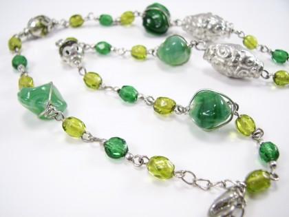 Lang grøn unika halskæde