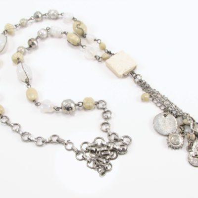 Lys unika halskæde med flotte charms