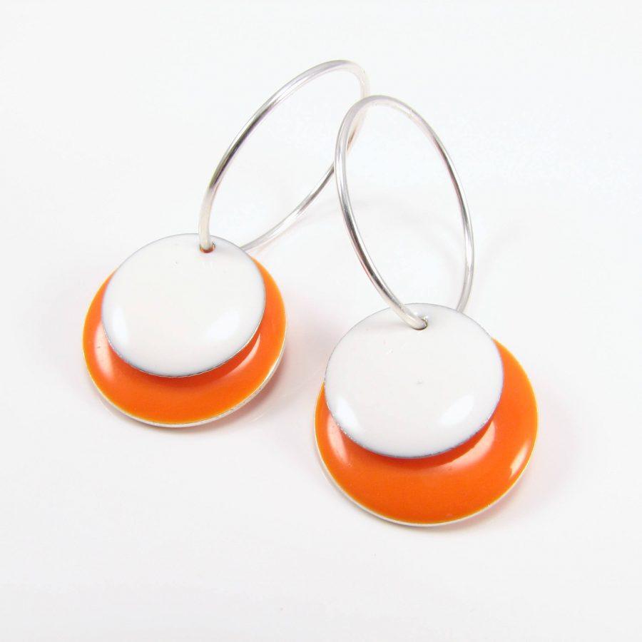 Orange og hvid mønt på sterling sølv