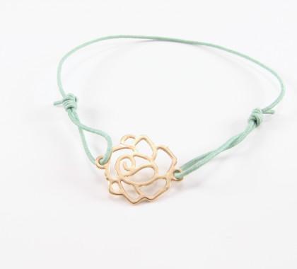 Forgyldt rose på grønt armbånd