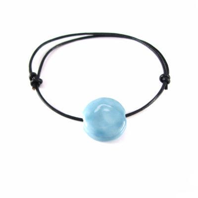 Læderarmbånd med blå keramik
