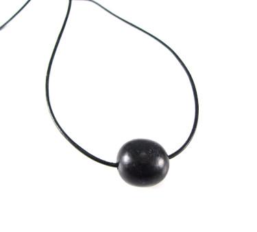 Sort perle på læder