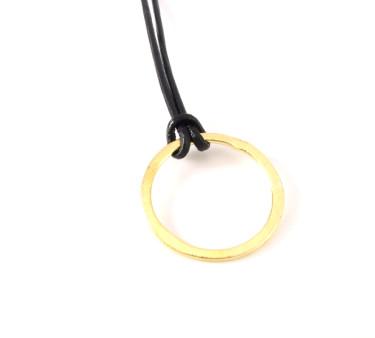 Forgyldt ring på læder