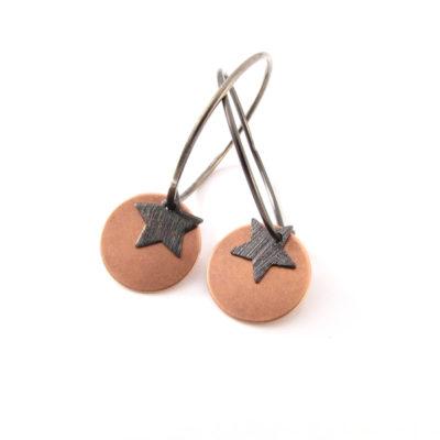 Kobber og oxideret stjerne på oxideret sterling creol