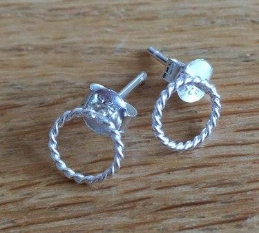 Sølv ørestikker, snoet ring