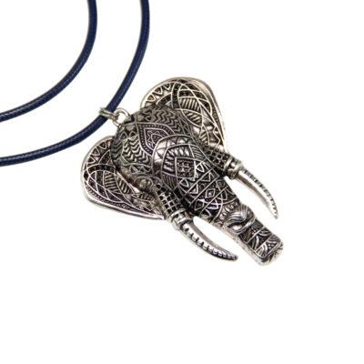 Elefant på lang kæde